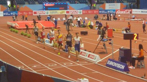 Álvaro de Arriba logra el pase a semifinales de 800